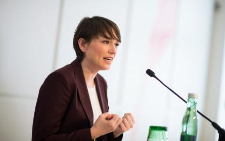 Maurer klagt wegen Stinkefinger-Foto auch Tiroler FPÖ