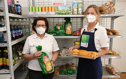Spar spendet Ladeneinrichtung an das Rote Kreuz