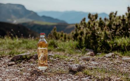 Mit Almdudler den Sommer und die Bergwelt genießen