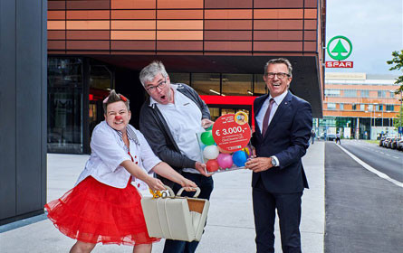 Spar unterstützt CliniClowns mit 3.000 Euro