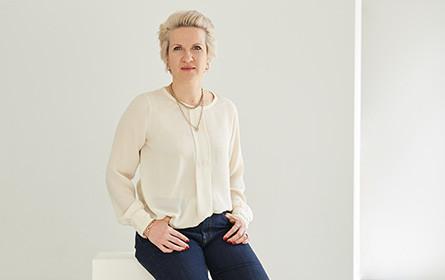 Ulrike Hirtzberger führt Kundenberatung bei VMLY&R Vienna