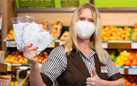 Große Lebensmittelketten bieten FFP2-Masken gratis an