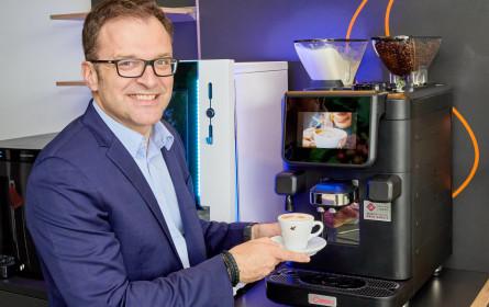 Jeder Fünfte trinkt seinen ersten Kaffee am Arbeitsplatz