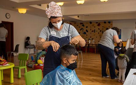 Bipa unterstützt Friseuraktion und sorgt für strahlende Kinderaugen