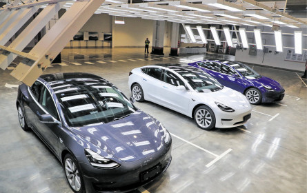 Tesla rückt auf