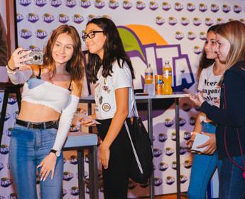 Hunderte Fans bei Meet & Greet mit Fanta Teen Marketing Officer