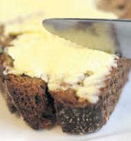 Preisfrage: Wo landet die Butter am Brot?
