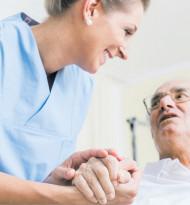 Pflege bietet Chancen und enorme Risiken