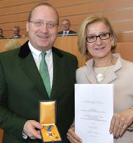 NÖ. Ehrenzeichen für Cayenne-Gesellschafter Lukas Leitner