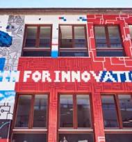 Bunte Fassadengestaltung für Innovationszentrum der ÖBB