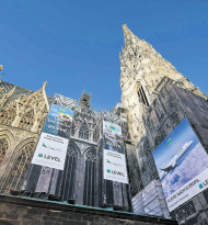 Megaboard & Level am Stephansdom
