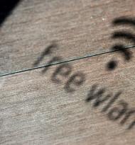 Verborgenes Kundenzählen im Handel mit Kamera und WLAN-Router