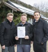 """dm drogerie markt ergänzt Wasserkraft mit """"Sonnenstrom ab Hof"""""""