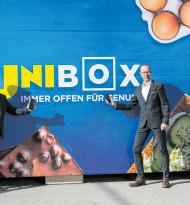 Unimarkt steckt den Einkauf in die Box